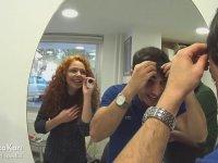 Kocasına Saç Boyatma Şakası Yapan Kadın