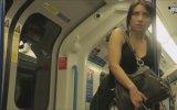 Metroda Regl Şakası Yapmak