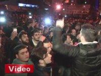 Trabzonsporlu Taraftarların TFF Binasını Taşlaması