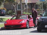 Ferrari Yardımıyla Kızlarla Öpüşmek!