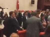 Meclis'te Vekillerin Kavgasının Periscope Yayını