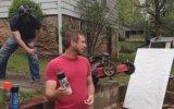 Çim Biçme Makinası ile Sanat Yaparken Yangın Çıkarmak