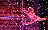 Yetenek Yarışmasında Muhteşem Bir Performans Sergileyen Direk Dansçısı