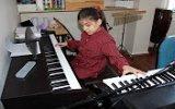 Hem Görme Engelli Hem Otistik Piyano Dehası Küçük Kız