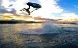 Yer Çekimine Jet Ski ile Karşı Koyan Taklacı Adam