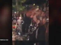 Ricky Martin ile Öpüşmek için 64.000 Dolar Ödeyen Kadın