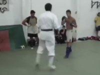 Sokak Dövüşçüsü'nün Karate Hocasını Dövmesi