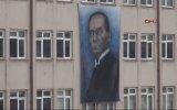 Okula Atatürk'e Benzemeyen Atatürk Posteri Asmak