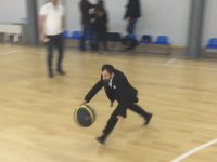 Köksal Baba'nın Spor Salonunda Şov Yapması