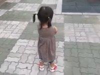 http://i1.imgiz.com/rshots/9306/ayakkabilari-yuzunden-trip-atamayan-koreli-kiz_9306752-4620_200x150.jpg
