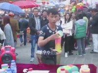 Oha Dedirten Spiral Oyuncak Yay Gösterisi (Slinky)