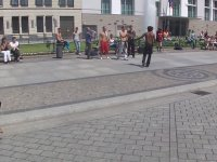 Dansçıları Taklit Eden Çocuk