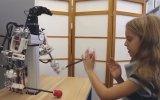 İğne Deliğinden İplik Geçiren Robot