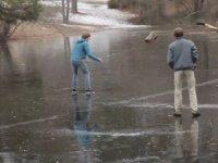 Buz Tutmuş Gölette Yapılan Eşek Şakası!