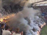 Legia Warszawa Taraftarının Meşale Şovu
