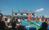 Trans Abladan Tekne Turunda Oryantal Şov