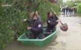 Fransız Polislerin Sel ile Mücadelesi