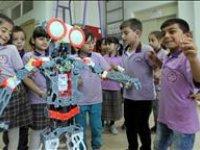 http://i1.imgiz.com/rshots/9370/ankara-havasi-oynayan-robot_9370866-4078_200x150.jpg