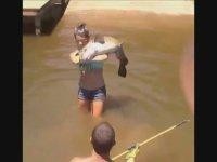 Kız Yakalayan Balık