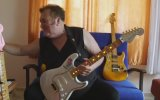 Asım Can Gündüz'ün Besmele Yazılı Gitarları