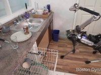 Bulaşık Yıkayan Muz Kabuğuna Basıp Düşen Robot - Spotmini