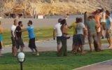 Yamaç Paraşütü Pilotlarının Müşteri Kavgasını Turistlerin Görüntülemesi