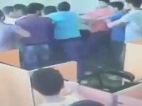 Suriyelilerin İzmir'de İnternet Kafe Basıp Adam Dövmesi