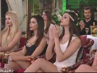 Adnan Oktar'ın Rus ve Arjantinli Güzellere Şiki Şiki Baba Dinletmesi