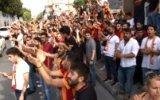 Galatasaray Taraftarından Florya Baskını