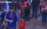Ağlayan Fransız Taraftarı Teselli Eden Portekizli Çocuk