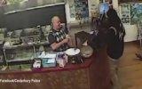 Hırsız Yokmuş Gibi Davranan Dükkan Sahibi