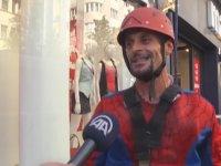 Örümcek Adam'ın Türkiye'de Cam Temizliği Yapması