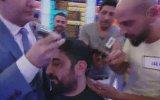 İlker Ayrık'ın Yarışmacının Saçlarını Kesmesi