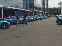 Leicester City Başkanı'nın Oyunculara 400 Bin TL Değerinde BMW i8 Dağıtması