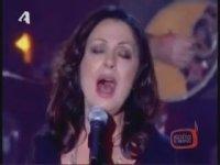 Haris Alexiou - Mia Pista Apo Fosforo (Canlı Performans)