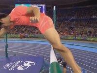 Çüküyle Çıtayı Deviren Japon Atlet