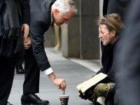 Avustralya Başbakanı'nın Dilenciye 5 Dolar Vermesi