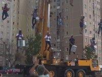 30 Ağustos Yürüyüş İptalini Tepki Olarak Havada Asılı Şekilde Kutlamak