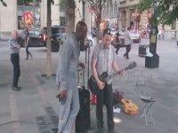 Seal'ın Sokak Sanatçısına Sürprizi - Stand By Me