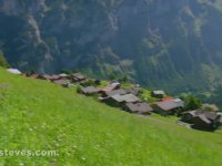 İsviçre'de Alplerin Eteklerindeki Gimmelwald