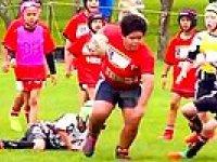 Hunharca Rugby Oynayan Şişman Çocuk