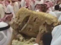 Arap Kraliyet Ailesinin Ziyafeti - Pilav Üstü Deve