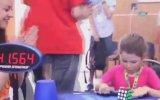 6 Yaşındaki Çocuğun Rubik Küpünü 41 Saniyede Çözmesi