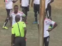 Kırmızı Kart Gören Futbolcunun Cinnet Geçirmesi