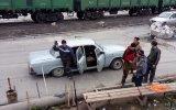 Rusya'da Sıradan Bir Günde 17 Kişi İşe Giderken