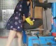 Dünyalar Güzeli Lastik Tamircisi Asyalı Kız