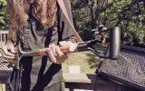 Kürekten Elektro Gitar Yapıp Döktürmek