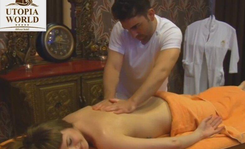 Делает массаж девушки и трахнул