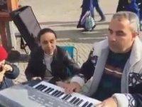 Sokak Müzisyeninden Adini Dağlara Yazdım Yorumu