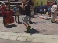 Anlamsız Beşiktaşlı Dansı